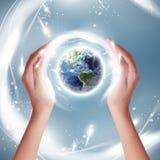 生态地球概念-地球(美国航空航天局装备的这个图象的元素的)保护者 免版税库存图片