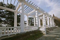 生态大厦门面和公园。克里米亚 免版税图库摄影