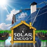 生态家的太阳能项目  免版税库存图片