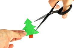 生态概念: 剪刀被剪切的纸结构树 免版税库存照片