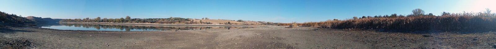 生态灾难,前河床,背景全景 库存照片