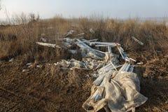 生态问题,灾害 萤光汞灯犯罪处置, E废物 危机生态学环境照片污染 生态罪行 库存照片
