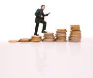 生意人上升的硬币使步骤新 库存图片