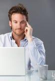 生意人与计算机一起使用 图库摄影