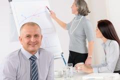 生意人会议微笑的小组 免版税库存图片