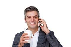 生意人咖啡饮用的电话 免版税库存图片