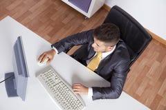 生意人在他的办公室 免版税图库摄影