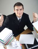 生意人坐的学员表年轻人 免版税库存照片