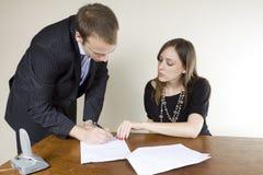 生意人女实业家合同签字 库存照片