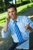 生意人室外工作 免版税库存照片