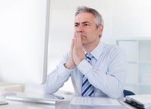 生意人成熟认为 免版税库存图片