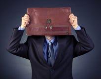 生意人报道了他的顶头投资组合 免版税库存照片