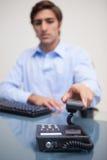 生意人挂断的电话 库存图片