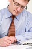 生意人文件笔签字 免版税库存照片