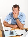 生意人服务台担心的年轻人 库存图片