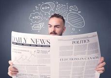 生意人查出的报纸读取白色 库存图片
