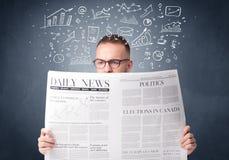 生意人查出的报纸读取白色 免版税库存图片