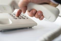 生意人查出的购买权特写镜头做电话白色 免版税库存图片