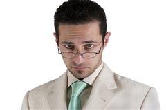 生意人玻璃查找的他的  免版税图库摄影