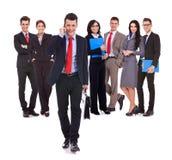 生意人联系在小组前面的电话 免版税图库摄影