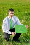 生意人能源回收符号年轻人的绿色暂&# 库存图片