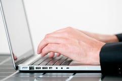 生意人膝上型计算机使用 图库摄影