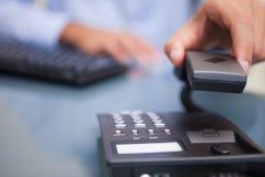 生意人被结束的电话谈话 免版税库存图片