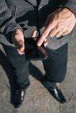 生意人移动电话使用 免版税图库摄影
