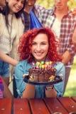 生日女孩画象有巧克力蛋糕的 免版税库存图片