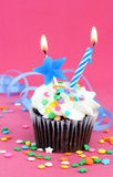 生日巧克力杯形蛋糕 库存照片