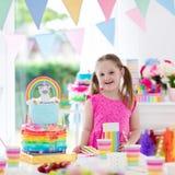 生日开玩笑当事人 有蛋糕的小女孩 库存照片