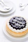 生日快乐爸爸蛋糕背景/生日快乐爸爸在白色木背景的蛋糕/生日快乐爸爸蛋糕 库存照片