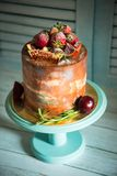 生日快乐蛋糕用草莓 库存照片