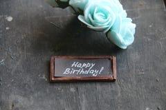 生日快乐问候、文本和花 库存照片