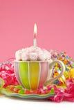 生日杯子杯形蛋糕 免版税图库摄影