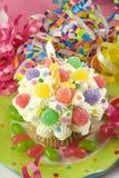 生日杯形蛋糕当事人 图库摄影