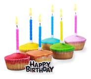 生日杯形蛋糕用不同的颜色 免版税库存图片