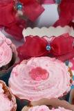 生日桃红色杯子蛋糕 库存照片