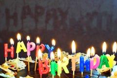 生日燃烧蛋糕蜡烛 库存图片