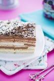 生日蛋糕用在桃红色桌上的黄油曲奇饼 免版税库存图片