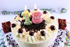 生日蛋糕的概念图象与蜡烛- 18的 库存照片