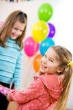 生日:逗人喜爱的女孩激动得到党礼物 图库摄影