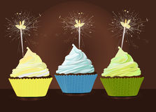 生日贺卡愉快杯形蛋糕的问候 免版税库存图片