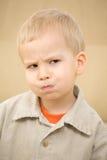 生气的男孩 免版税图库摄影