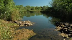 生活一片富有的绿洲在澳洲内地 影视素材