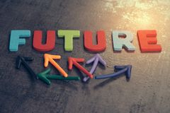 生活旅途概念的不定的未来,五颜六色的木阿尔法 免版税库存照片