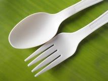 生物塑料匙子和叉子 免版税库存图片