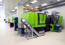 生物医学的产品注坯模型在洁净室 免版税图库摄影