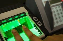生物统计的指纹扫描程序 库存图片