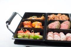 生肉不同在准备好的板材的烤 库存图片